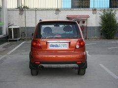 宝骏汽车  乐驰 1.2L MT 车辆正后方尾部视角