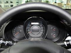 东风悦达起亚  三厢 1.4L 手动 方向盘后方仪表盘