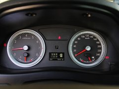 吉利帝豪  2.4L 自动 方向盘后方仪表盘