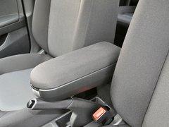 一汽-大众  1.4L 手动 前排座椅中央中间