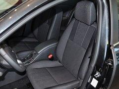 雷诺  2.0L CVT 驾驶席座椅前45度视图
