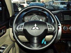 广汽三菱  3.0L 自动 方向盘整体