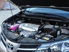 一汽丰田  2.5L 自动 发动机主体特写