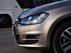 一汽-大众  1.4TSI 自动 车辆左前大灯正侧视角
