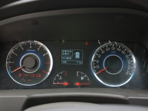 吉利全球鹰  1.8L 手动 方向盘后方仪表盘