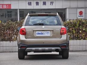 长安铃木  酷锐版 1.6L 手动 车辆正后方尾部视角