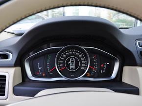 沃尔沃  T5 2.0T 自动 方向盘后方仪表盘