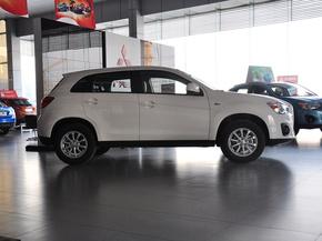 广汽三菱  2.0L 自动 车辆正右侧