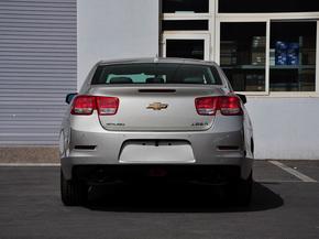 雪佛兰  2.0L SE 自动 车辆正后方尾部视角