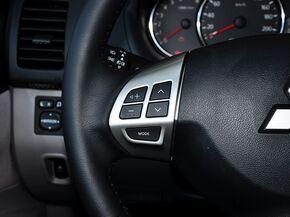 广汽三菱  3.0L 自动 方向盘左侧