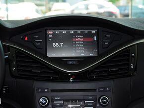 一汽奔腾  1.8T 自动 中控仪表台上方