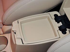一汽丰田  1.6L CVT 前排座椅中央中间