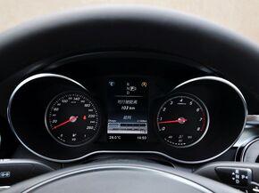 北京奔驰  C 200 L 方向盘后方仪表盘