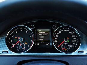 一汽-大众  3.0FSI 方向盘后方仪表盘