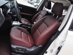 东风日产  2.0L CVT 驾驶席座椅前45度视图