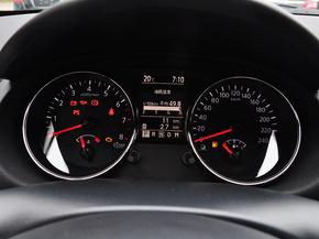 东风日产  2.0L CVT 方向盘后方仪表盘