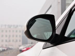 长安马自达  两厢 1.6L 自动 反光镜外侧下视