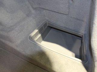 后备箱左侧功能特写