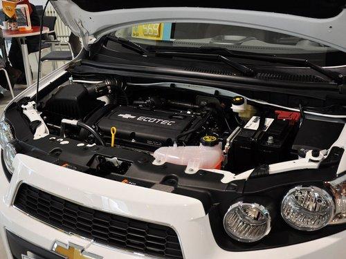 雪佛兰  爱唯欧三厢 1.6SX AT 发动机主体特写
