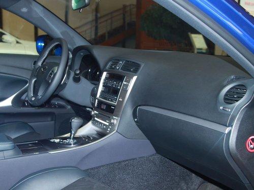 雷克萨斯  IS250 F-Sport 2.5 AT 中控台右侧