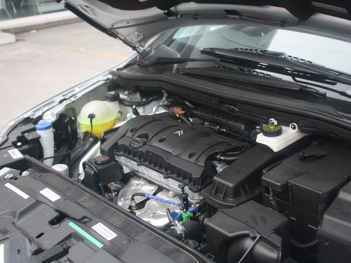 东风雪铁龙  三厢 1.6L 自动 发动机主体特写