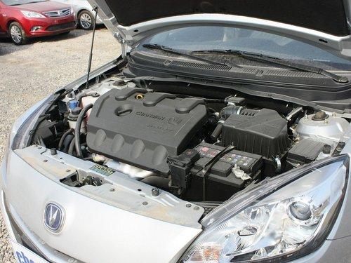 长安乘用车  1.5L 手动 发动机主体特写