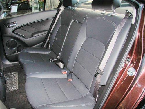 前排座椅加热,座椅通风等功能,进一步提升了乘坐舒适性,后排座椅不