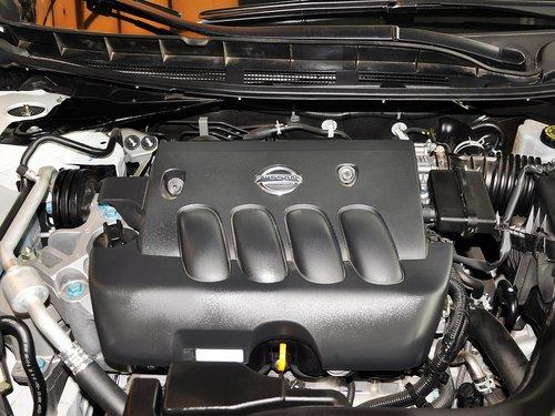 东风日产  天籁 2.0L CVT 发动机主体特写