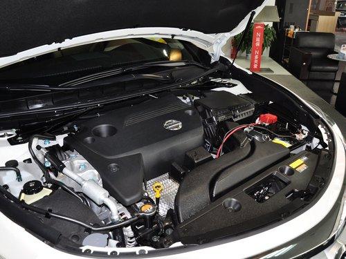 东风日产  2.5L CVT 发动机主体特写