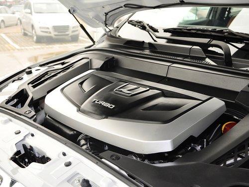 东风裕隆  2.2T 自动 发动机主体特写