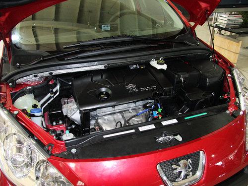 东风标致  1.6L 自动 发动机局部特写