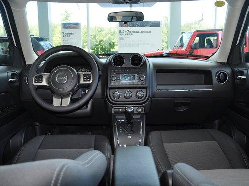Jeep  2.4L 自动 中控台整体