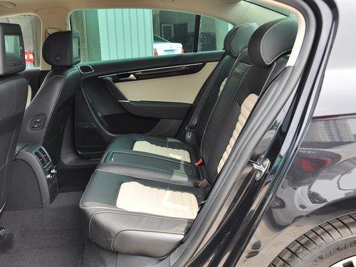 一汽-大众  3.0FSI DSG 第二排座椅正视图