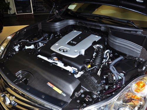 英菲尼迪  2.5L 自动 发动机主体特写