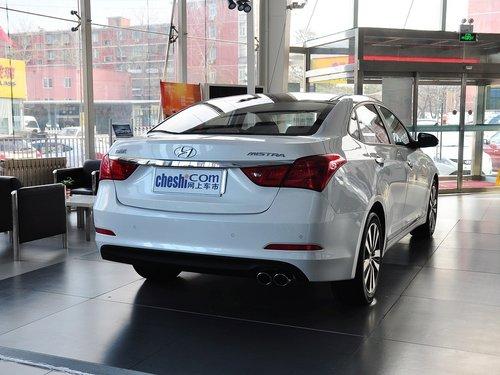 北京现代  1.8L 自动 车辆右侧尾部视角