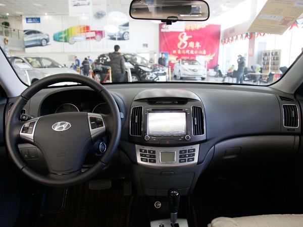 北京现代  1.6L 自动 中控台整体