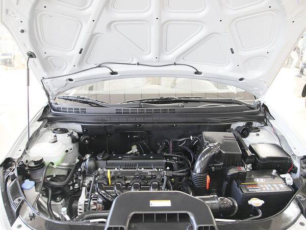 北京现代  1.6L 自动 发动机局部特写