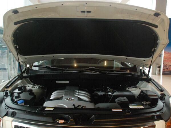 现代(进口)  3.8L 自动 发动机局部特写