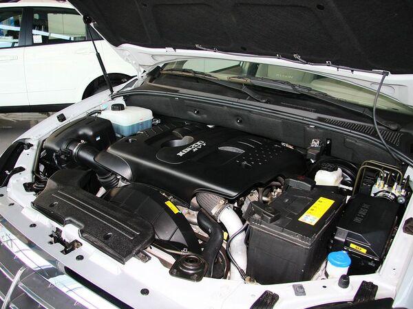 双龙汽车  2.0 自动 发动机主体特写