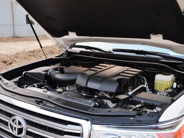 一汽丰田  4.0L AT 发动机主体特写