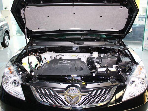 海马汽车  2.0L 自动 发动机局部特写