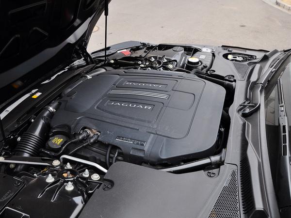 捷豹  3.0T 自动 发动机局部特写
