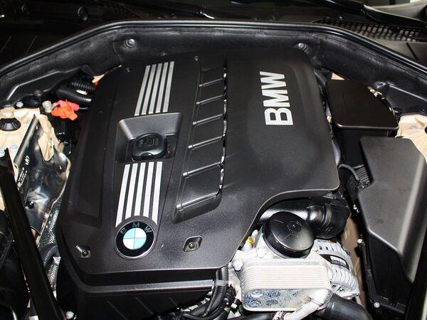 宝马(进口)  730Li 3.0L 发动机主体特写
