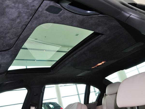 宝马(进口)  740Li 3.0T 第二排车顶上方