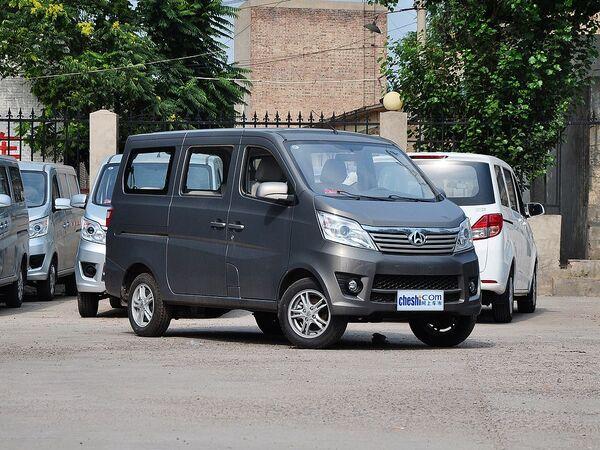 长安商用车  1.2L 手动 车辆右侧45度角