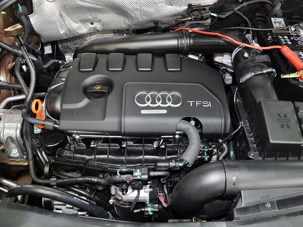 一汽奥迪  2.0T 发动机主体特写