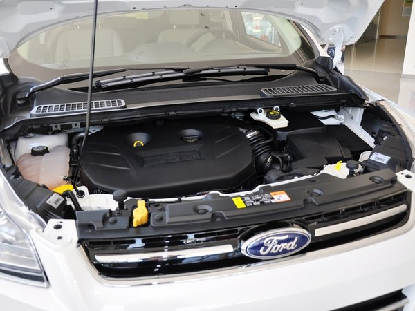 长安福特  2.0T 自动 发动机主体特写