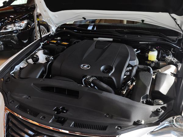 雷克萨斯  2.5L 自动 发动机主体特写