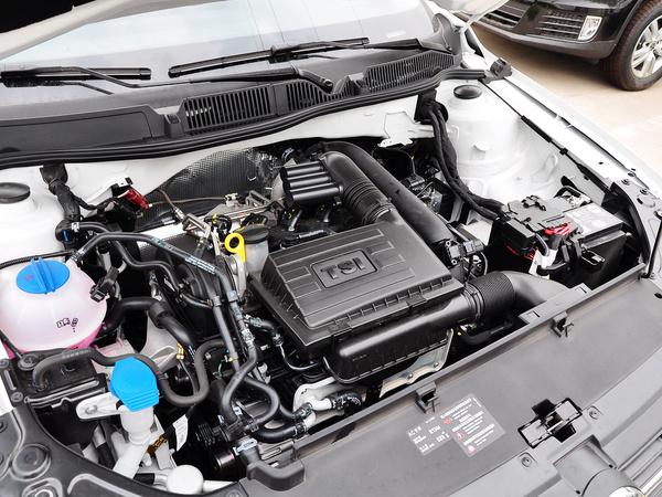 上海大众  1.4T DSG 发动机主体特写