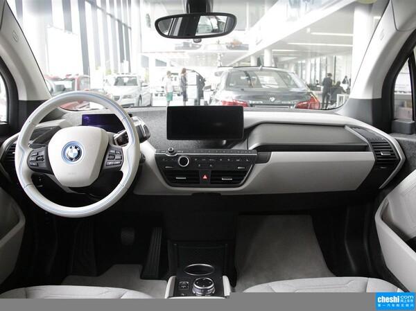 BMW i  增程式混合动力版 方向盘整体